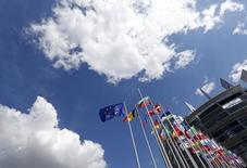 Le Parlement européen et les Etats membres de l'UE sont parvenus à un accord préliminaire sur le budget 2015 de l'UE soumis à la condition que la Commission trouve le moyen d'acquitter des impayés d'un montant supérieur à 20 milliards d'euros. /Photo d'archives/REUTERS/Jean-Marc Loos
