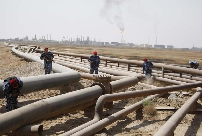 Policemen check oil pipelines during a patrol in Shueiba refinery in Iraq's southern province of Basra August 26, 2010.   REUTERS/Atef Hassan
