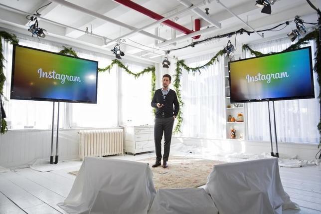 12月10日、米インスタグラムは、利用者が3億人を突破したと発表。写真は昨年12月、ニューヨークで開催されたイベントで新サービスを発表するシストロムCEO(2014年 ロイター/Lucas Jackson)