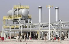 Vista general del campo petrolero Halfaya en Amara, al sudeste de Baghdad. Imagen de archivo, 6 septiembre, 2014. La comercializadora de petróleo estatal iraquí SOMO emitió el jueves una inusual declaración para negar la existencia de una guerra de precios dentro del grupo de naciones exportadoras de la OPEP y afirmó que las recientes reducciones en los valores oficiales de venta fueron influenciadas sólo por el mercado. REUTERS/Essam Al-Sudani