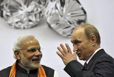 Presidente russo, Vladimir Putin, e premiê da Índia, Narendra Modi, em Nova Délhi. 11/12/2014 REUTERS/Ahmad Masood