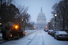 Вид на Капитолий в Вашингтоне 3 марта 2014 года. Сенат США в субботу одобрил законопроект о государственных расходах размером $1,1 триллиона, ликвидировав угрозу приостановки работы правительства. REUTERS/Jonathan Ernst