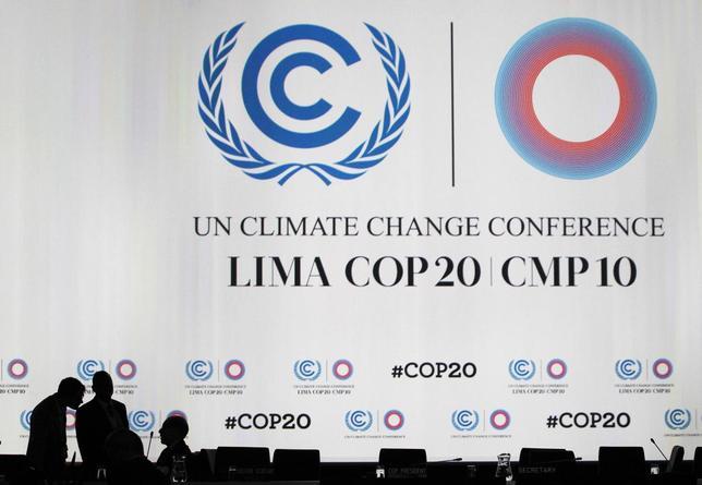 Delegates talk during a break at a plenary session of the U.N. Climate Change Conference COP 20 in Lima December 12, 2014.  REUTERS/Enrique Castro-Mendivil