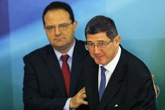 Nelson Barbosa, futuro ministro do Planejamento, e Joaquim Levy, futuro ministro da Fazenda. REUTERS/Ueslei Marcelino (BRAZIL - Tags: POLITICS BUSINESS)