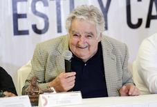 Presidente do Uruguai, José Mujica, sorri durante cerimônia de assinatura de acordos no México -5/12/2014. REUTERS/Victor Ruiz Garcia