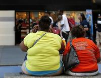 Women sit on a bench in New York's Times Square May 31, 2012. REUTERS/Brendan McDermid