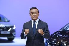12月19日、日産自動車のカルロス・ゴーン社長兼最高経営責任者(CEO)は19日、為替相場が円安に修正されてきた現状をふまえ、国内生産を拡充する意向を示した。パリで10月撮影(2014年 ロイター/Jacky Naegelen)