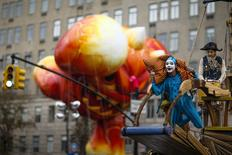 Members of Cirque du Soleil take part in the 88th Macy's Thanksgiving Day Parade in New York November 27, 2014. REUTERS/Eduardo Munoz
