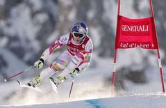 Lindsey Vonn of the U.S. skis during the women's World Cup Super G skiing race in Val d'Isere, French Alps, December 21, 2014.      REUTERS/Christian Hartmann