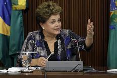 La presidenta de Brasil, Dilma Rousseff, durante una reunión en Palacio Planato en Brasilia. Imagen de archivo, 1 diciembre, 2014. La presidenta brasileña, Dilma Rousseff, dijo el lunes que no está planeando reemplazar a la presidenta ejecutiva de la petrolera estatal Petrobras, argumentando que no ve evidencia de que la plana directiva estuviera involucrada en un escándalo de corrupción en la compañía. REUTERS/Ueslei Marcelino