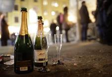 Après deux années consécutives de baisse, les ventes de champagne devraient renouer avec la croissance en 2014, grâce à une reprise en Europe et de bonnes performances au grand export. /Photo d'archives/REUTERS/Lisi Niesner