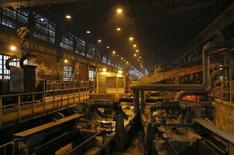 L'activité manufacturière en Russie s'est contractée en décembre pour la première fois depuis six mois en raison notamment du recul des nouvelles commandes lié aux difficultés financières du pays. /Photo prise le 17 octobre 2014/REUTERS/Maxim Shemetov