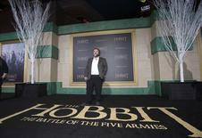 """Режиссер Питер Джексон на премьере фильма """"Хоббит: Битва пяти воинств"""" в Голливуде 9 декабря 2014 года. Последняя часть трилогии Питера Джексона про хоббита Бильбо Бэггинса стала лидером проката в Северной Америке вторую неделю подряд. REUTERS/Mario Anzuoni"""