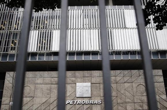 The headquarters of Brazilian oil company Petrobras is seen in Rio de Janeiro November 14, 2014. REUTERS/Sergio Moraes
