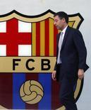 Presidente do Barcelona, Josep Maria Bartomeu, deixa seu escritório perto do estádio do time, o Camp Nou, em Barcelona. 25/4/2014 REUTERS/Albert Gea