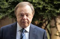 Harold Hamm, founder and CEO of Continental Resources, enters the courthouse for divorce proceedings with wife Sue Ann Hamm in Oklahoma City, Oklahoma  September 22, 2014. Picture taken September 22, 2014. REUTERS/Steve Sisney