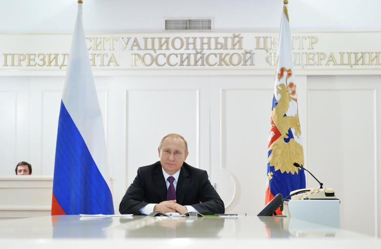 Russian President Vladimir Putin takes part in a video conference with members of the Russian Geographical Society expedition to the Southern Pole in Moscow, December 26, 2014. REUTERS/Alexei Druzhinin/RIA Novosti/Pool