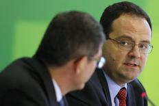 Ministro do Planejamento, Joaquim Barbosa, durante entrevista em Brasília. 27/11/2014 REUTERS/Ueslei Marcelino