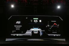 Nvidia a présenté dimanche un nouveau processeur permettant l'affichage de graphiques haute définition sur le tableau de bord des automobiles tout en proposant différents systèmes d'aide à la conduite. /Photo d'archives/REUTERS/Lucy Nicholson