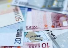 Les banques allemandes sont exposées à hauteur d'environ 23,5 milliards d'euros à la Grèce mais le risque systémique est limité car les principales banques commerciales, Deutsche Bank et Commerzbank, ne détiennent qu'une petite part de ces créances, selon des données collectées par Reuters. /Photo d'archives/REUTERS/Dado Ruvic
