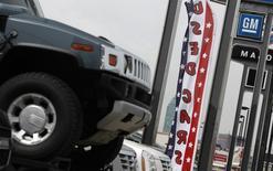 Les constructeurs automobiles ont enregistré des ventes soutenues aux Etats-Unis en décembre, grâce entre autres à la baisse des prix à la pompe. General Motors a notamment battu largement les attentes des analystes, avec une hausse de 19% de ses ventes à 274.483 véhicules. /Photo d'archives/REUTERS/Shannon Stapleton