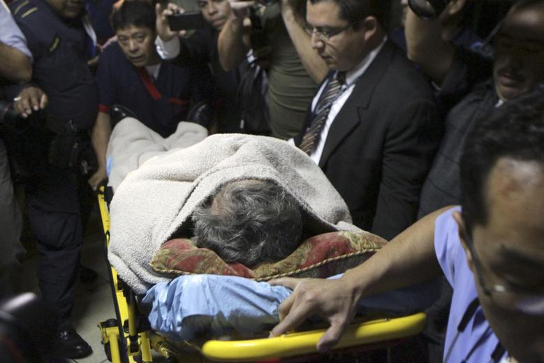 Former Guatemalan dictator Efrain Rios Montt lies on a stretcher and is covered with a blanket as he enters the Supreme Court of Justice for his hearing in Guatemala City January 5, 2015. REUTERS/Josue Decavele