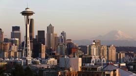Vista de los rascacielos de Seattle en Washington. Imagen de archivo, 12 marzo, 2014.  Las pequeñas empresas de Estados Unidos redujeron las solicitudes de préstamos en noviembre y el índice de créditos de pequeñas empresas de Thomson Reuters/PayNet cayó a su menor nivel en ocho meses, mostraron datos publicados el martes. REUTERS/Jason Redmond