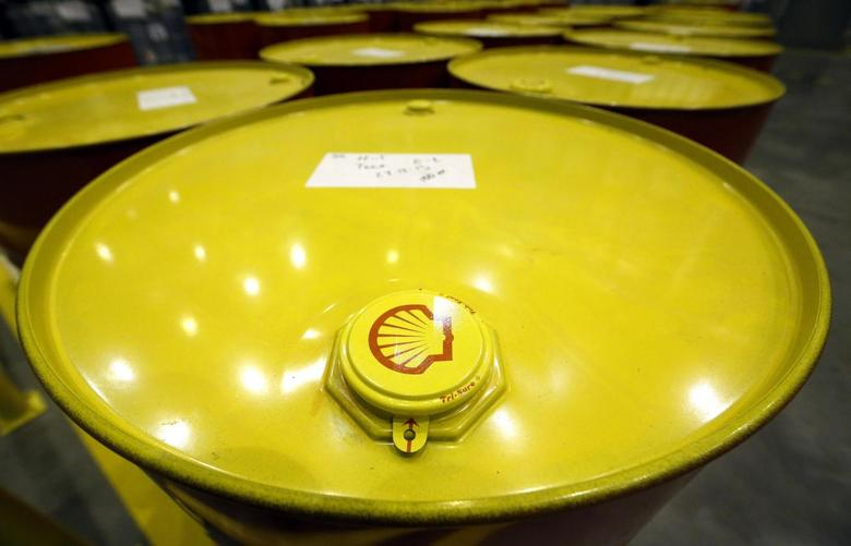 Filled oil drums are seen at Royal Dutch Shell Plc's lubricants blending plant in the town of Torzhok, north-west of Tver, in this November 7, 2014 file photo. REUTERS/Sergei Karpukhin/Files