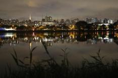 Vista de los rascacielos de Sao Paulo fotografiados por la tarde. Imagen de archivo, 18 junio, 2014. El Índice de Precios al Productor (IPP) de Brasil se aceleró a un ritmo de 1,16 por ciento en noviembre, el mayor incremento mensual desde enero de 2014, informó el miércoles el Instituto Brasileño de Geografía y Estadística (IBGE). REUTERS/Maxim Shemetov