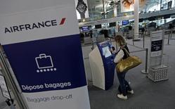 Air France-KLM a enregistré un trafic passagers quasiment stable (+0,2%) en 2014, avec une hausse de 1,3% pour le seul mois de décembre. /Photo prise le 24 septembre 2014/REUTERS/Jean-Paul Pélissier