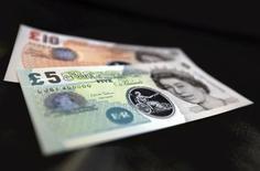 La Banque d'Angleterre a maintenu jeudi, comme prévu, son taux directeur à 0,5%, après des signes de ralentissement de la croissance. /Photo d'archives/REUTERS/Chris Ratcliffe/pool
