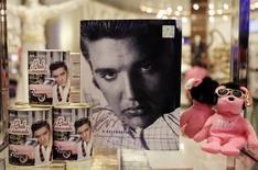 Produtos com imagem de Elvis Presley em loja de Las Vegas, Nevada. 15/12/2009 REUTERS/Las Vegas Sun/Steve Marcus