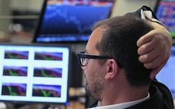 Trader watches the screens at a bank in Lisbon July 3, 2013. REUTERS/Jose Manuel Ribeiro