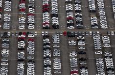 Vista aérea de pátio na fábrica da Volkswagen em São José dos Campos (SP). REUTERS/Roosevelt Cassio (BRAZIL - Tags: TRANSPORT BUSINESS EMPLOYMENT CIVIL UNREST)