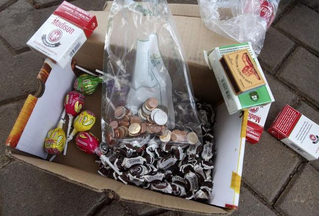 1月8日、ジンバブエ準備銀行(中央銀行)は先月独自の硬貨を発行したが、国民は使用を渋っている。写真は先月撮影(2015年 ロイター/Philimon Bulawayo)