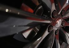 Bien lire 2025.  Tesla Motors prévoit de porter sa production de voitures électriques à plusieurs millions d'exemplaires à l'horizon 2025 contre moins de 40.000 l'an dernier. /Photo d'archives/REUTERS/Yuya Shino