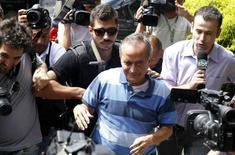 Ex-diretor da Petrobras Nestor Cerveró chega à PF em Curitiba. 14/1/2015 REUTERS/Daniel Derevecki