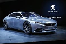 Carro conceito da Peugeot em salão do automóvel em Paris, em outubro de 2014. REUTERS/Benoit Tessier (FRANCE - Tags: TRANSPORT BUSINESS)