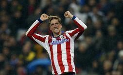 Fernando Torres, do Atlético de Madri, comemora gol contra Real Madrid em jogo da Copa do Rei, em Madri, na Espanha, nesta quinta-feira. 15/01/2015 REUTERS/Sergio Perez