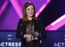 """Julianne Moore recebe prêmio da crítica dos EUA por sua atuação em """"Para Sempre Alice"""", em Los Angeles. 15/01/2015  REUTERS/Mario Anzuoni"""