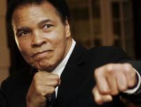 Lenda do boxe Muhammad Ali durante Fórum Econômico Mundial em Davos. 28/01/2006 REUTERS/Andreas Meier