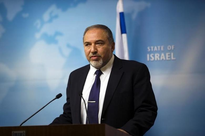 Israel's Foreign Minister Avigdor Lieberman gives a statement to the media at his Jerusalem office December 2, 2014. REUTERS/ Ronen Zvulun