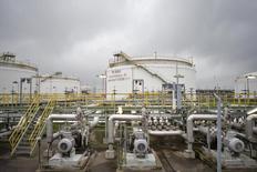 НПЗ компании Total в немецком городе Лойна. 19 ноября 2014 года. Цены на нефть Brent растут после сообщения об улучшении делового климата Германии. REUTERS/Axel Schmidt