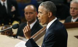Президент США Барак Обама выступает с посланием в Конгрессе. Вашингтон, 20 января 2015 года. Президент США Барак Обама избрал демонстративно резкий тон, выступая в Конгрессе во вторник, призвав своих оппонентов повысить налоги на богатых и пригрозив наложить вето на законопроекты, которые будут противоречить его ключевым решениям. REUTERS/Jonathan Ernst