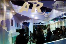 Le constructeur de turbopropulseurs ATR a enregistré en 2014 des livraisons (83), des commandes (160) et un chiffre d'affaires (1,8 milliard de dollars) record et a terminé l'année avec un carnet de commandes de 280 avions, le plus élevé de son histoire. /Photo d'archives/REUTERS/Tim Chong