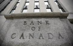 Здание Банка Канады в Оттаве. 1 июня 2010 года. Банк Канады в среду неожиданно сократил ключевую ставку, чтобы компенсировать влияние снижения цен на нефть на экономический рост и инфляцию и предотвратить финансовую нестабильность, которую может спровоцировать уязвимость рынка жилья. REUTERS/Chris Wattie