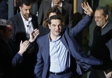 """Лидер леворадикальной партии Syriza Алексис Ципрас в Афинах 25 января 2015 года. Пять лет """"унизительной и болезненной"""" экономии, политика которой была навязана Греции международными кредиторами, позади, сказал  лидер победившей на выборах в греческих парламент радикальной левой партии Syriza Алексис Ципрас. REUTERS/Alkis Konstantinidis"""