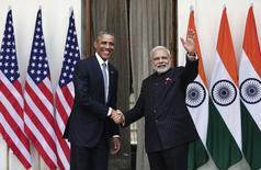 Президент США Барак Обама и премьер-министр Индии Нарендра Моди фотографируются перед встречей в Нью-Дели. 25 января 2015 года. Излучающие дружелюбие президент США Барак Обама и премьер-министр Индии Нарендра Моди сообщили о соглашениях в сфере ядерной торговли и оборонного сотрудничества, которые должны заложить основу долгосрочного стратегического партнерства. REUTERS/Adnan Abidi