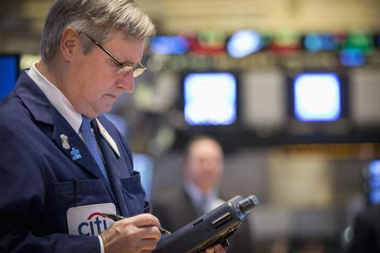 米国株横ばい、ギリシャ選挙でユーロ圏の不透明感再燃