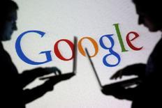 Le chiffre d'affaires de Google ressort en hausse de 15% au titre du quatrième trimestre mais inférieur aux attentes, les prix de ses publicités en ligne restant sous pression. /Photo prise le 29 octobre 2014/REUTERS/Dado Ruvic